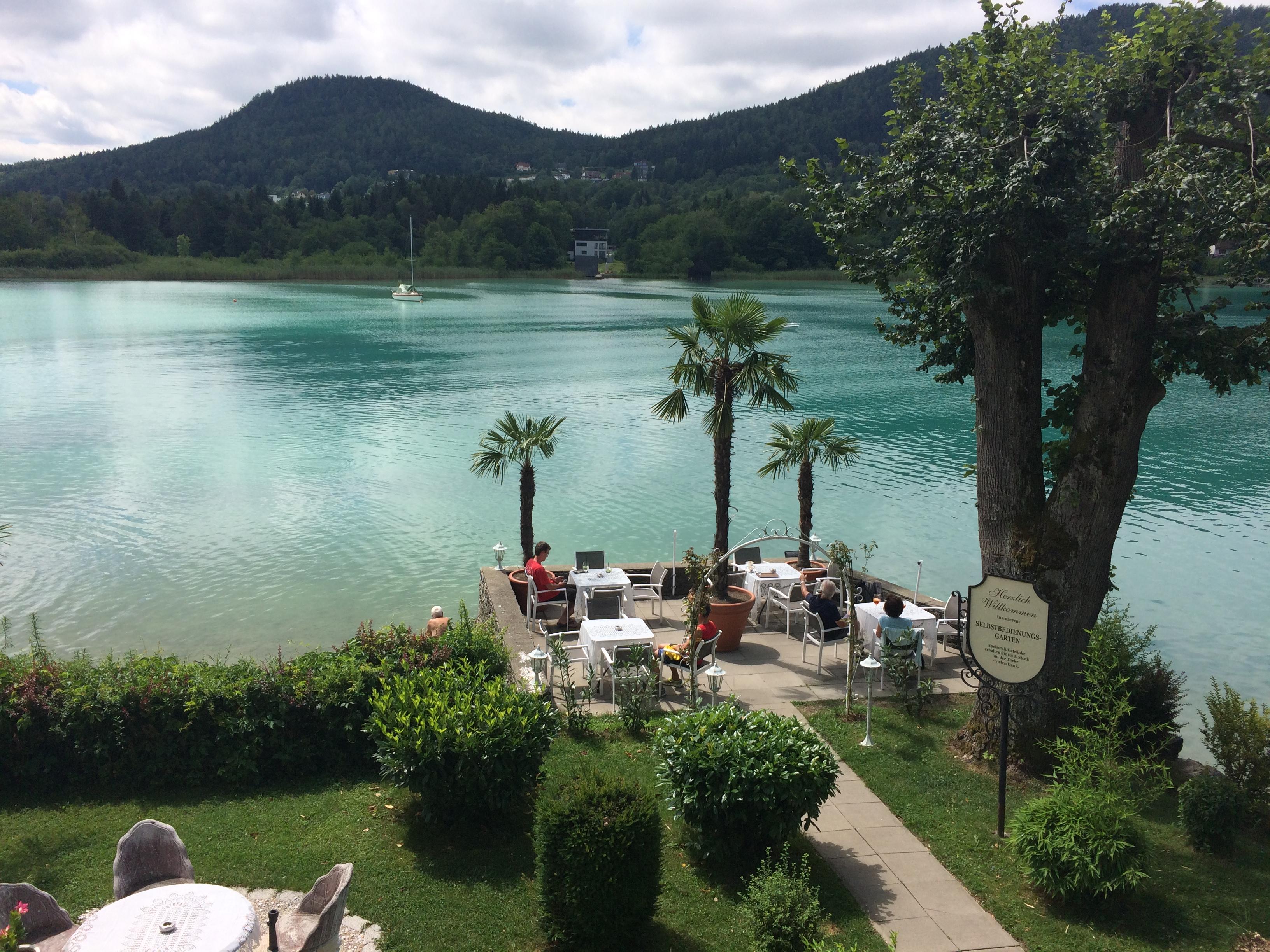 vue sur le lac de Klagenfurt à partir du restaurant Maria Loreto