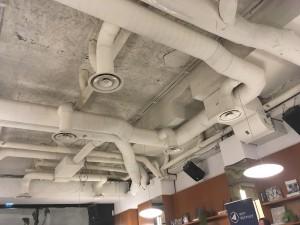 2019-0326-plafond-tuyau-bureau.jpg