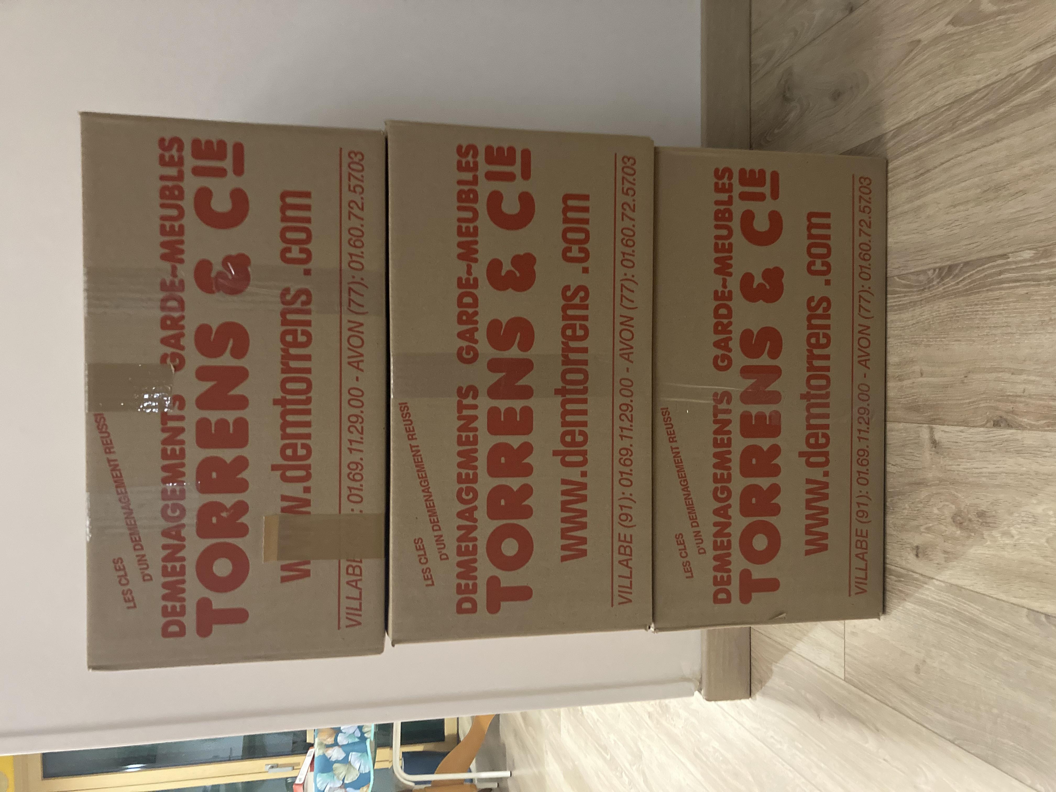 les trois premiers cartons du déménagement