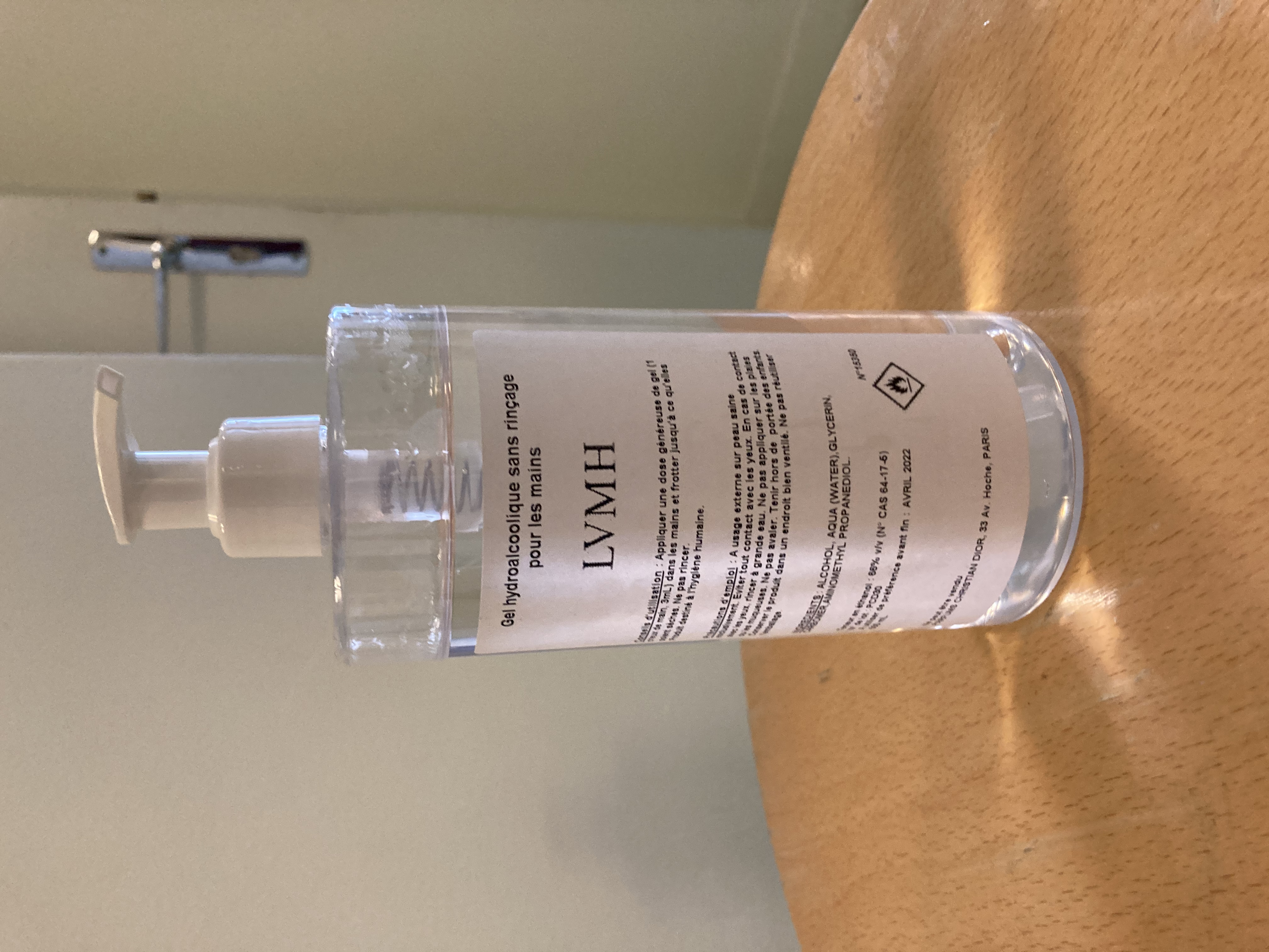 bouteille de gel hydroalcoolique offerte par LVMH